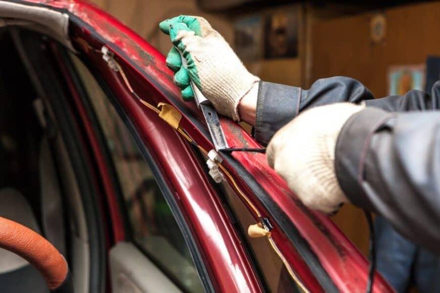 Важно знать: как обманывают установщики автостекол