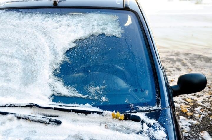 Из-за чего может треснуть лобовое стекло на морозе
