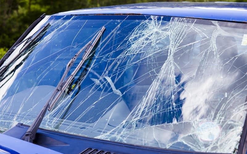 Причины повреждения автомобильных стёкол