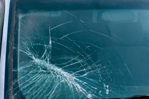 Почему важно сразу ремонтировать стекло?
